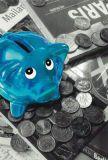ABC Blaues Sparschwein mit Münzen MOMENTS OF COLOUR Postkarte
