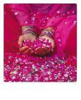 AQUAPURELLA Opfergaben in einem Tempel, Indien / pinke Blüten - Bon Voyage Postkarte + Umschlag