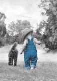HARTUNG EDITION Junge in blauer Latzhose mit Hund Kontraste Postkarte