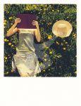 TAURUS-KUNSTKARTEN Leserin im Gras - PolaCard Postkarte