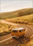 HARTUNG EDITION Gelber Buli auf Straße FEEL GOOD Postkarte